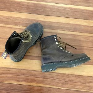 Dr Martens brown boots 8-eye. Size 6 women